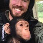 空路での赤ちゃんチンパンジー移送作戦